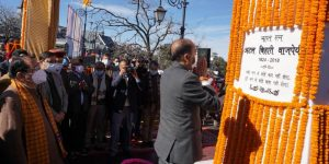 Himachal CM unveils 18-feet statue of Vajpayee in Shimla_50.1