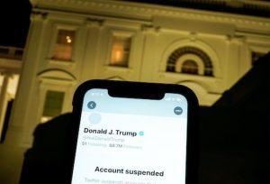 Twitter deletes new Trump tweets on @POTUS, suspends campaign account_50.1