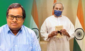 Naveen Patnaik releases Bishnupada Sethi's 'Beyond Here and Other Poems'_50.1