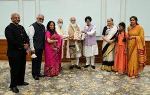PM Modi receives 1st copy of 'The Ramayana of Shri Guru Gobind Singh'_50.1