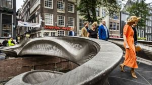 World's first 3D-printed steel bridge opened in Amsterdam_50.1