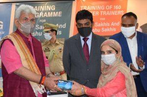 J&K Lt. Governor Manoj Sinha launches 'One Gram Panchayat-One DIGI-Pay Sakhi'_50.1